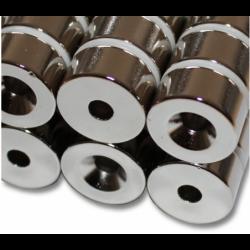 Reiällinen kiekkomagneetti 20x10mm (uppokanta)