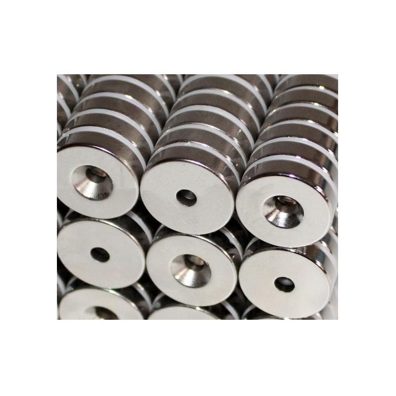 Reiällinen kiekkomagneetti 20x5mm (uppokanta)
